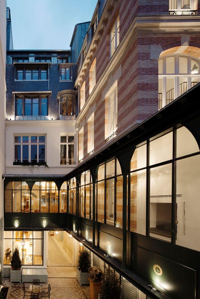 Galerie et bâtiment intermédiaire de nuit © Cyrille Weiner, novembre 2015